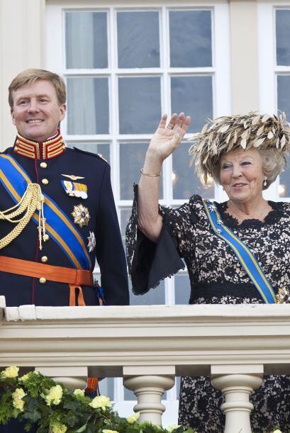 Beatriz, de 74 años, anunció su abdicación, por lo que la jefatura de Es...