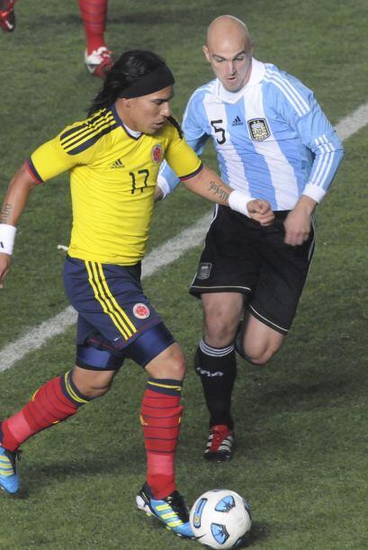 Moreno entró cuantas veces lo intentó al área argentina, Cambiasso y Mas...