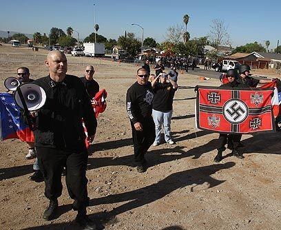 AntiinmigrantesLos supremacistas tienen fuertes sentimientos contra la p...
