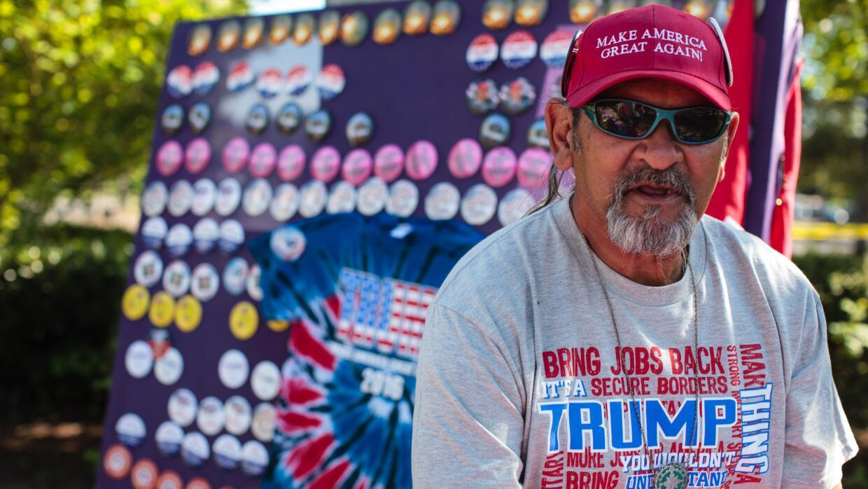 Vendedor de productos promocionales de la campaña de Donald Trump en Oregon