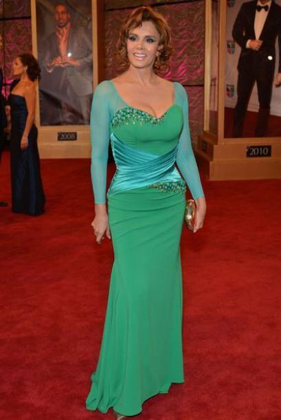 Lucia Méndez también eligió el verde y le quedó muy bien.