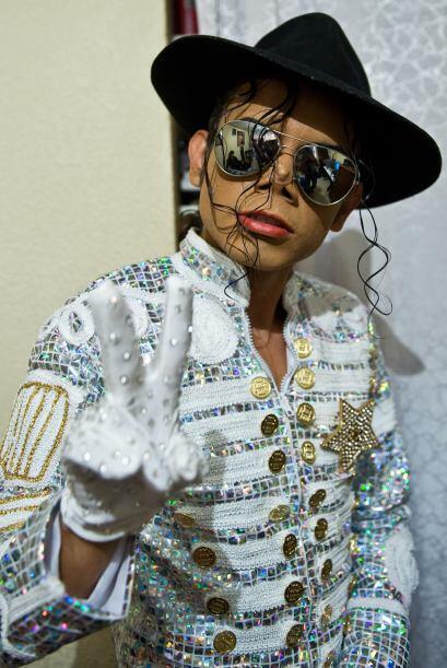 Él es Héctor Jackson, inició como imitador de Michael J. Jackson a la ed...