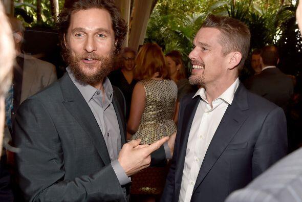McConaughey conversando con Ethan Hawke