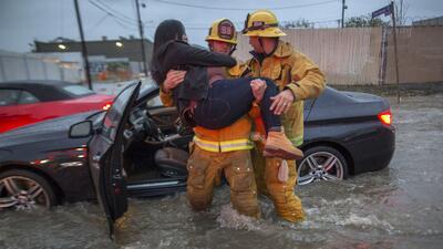 En fotos: así se vive la poderosa tormenta que azota al sur de California
