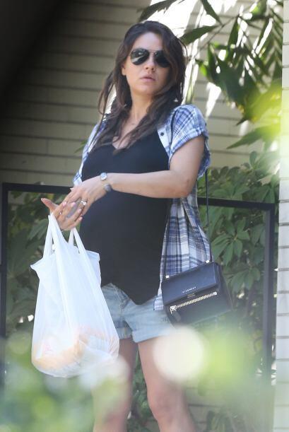 La actriz salió de casa a hacer unas compras.