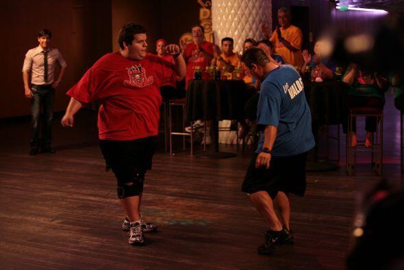 Cuando llegó la competencia de baile, su tío Juan consideraba que no pod...