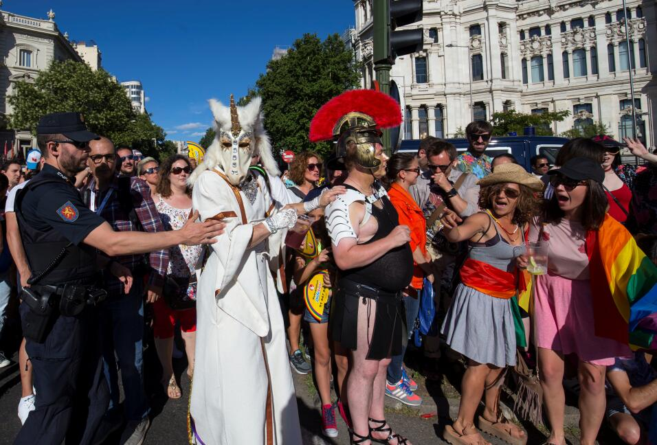 Los australianos aprueban el matrimonio del mismo sexo en una consulta r...