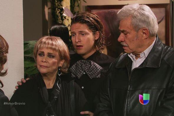 Cayetano y Rocío se disculpan con Amanda por el comportamiento de su hij...