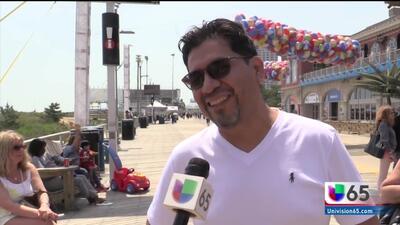 Residentes de Atlantic City celebran el fin de semana del día de los caídos en la playa