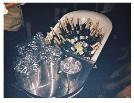 Por que para ellos una fiesta es solo una fiesta si hay licor de calidad...
