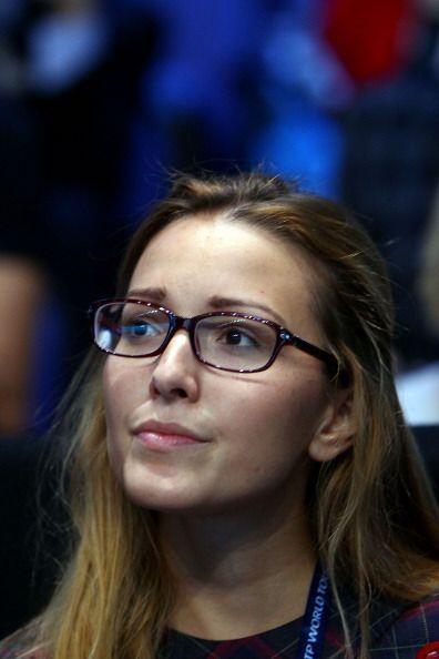Jelena Ristic, novia del número uno del mundo, se mostró  nerviosa, pues...
