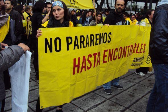Un contingente de Amnistía Internacional también se presentó en el Ángel...