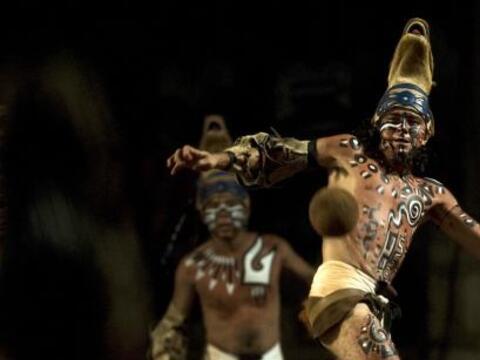 Cuatro jóvenes mayas se batieron en un juego de pelota de hace 3,...