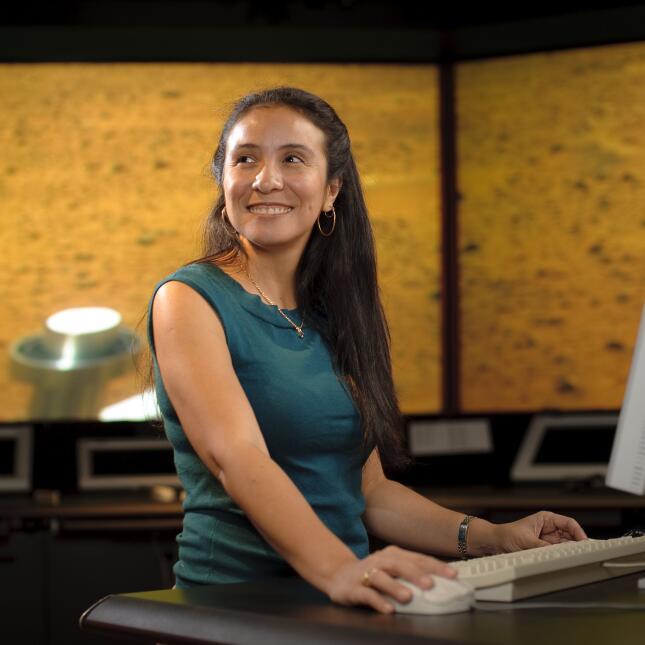 Jessica J. Márquez, peruana, ingeniera de investigación de la División...