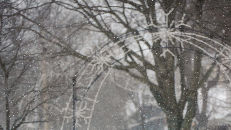 El frío y la nieve no impiden a algunos salir a correr