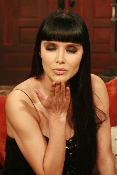 La actriz le mandó un gran beso a la jauría.