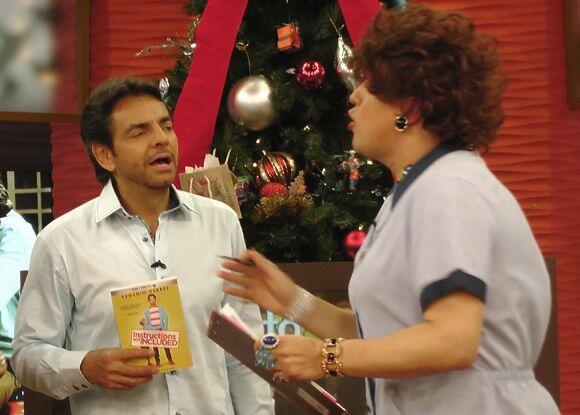 Aprovechando que Derbez estaba en el estudio, Doña Meche llegó a sorpren...