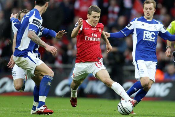 Arsenal reaccionó y se fue al frente con el apoyo de sus volantes repart...