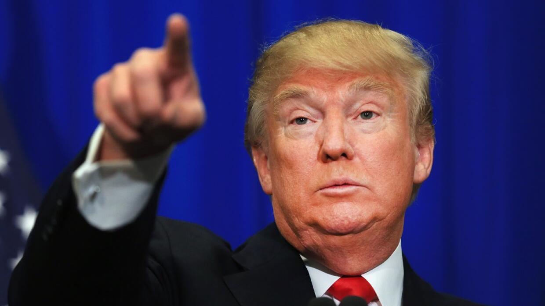 El presidente Trump culpa a los demócratas de la ley aprobada cuando la...
