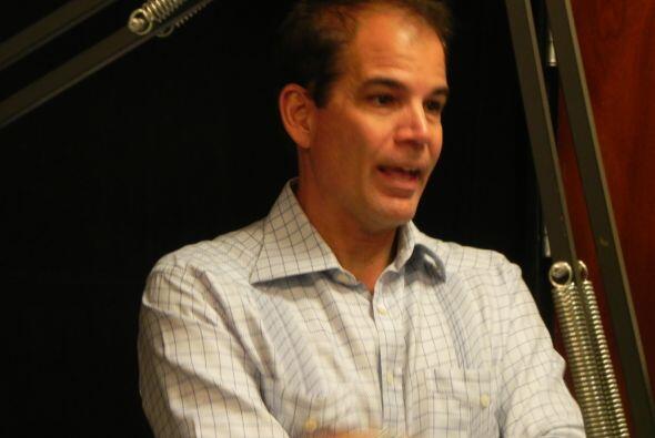 Dee llegó a Univisión acompañado de Eric Poms, CEO de la Junta Directiva...