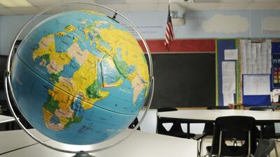 Hablar con los estudiantes sin interferencias académicas es una de las m...