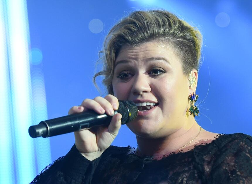 Kelly Clarkson look