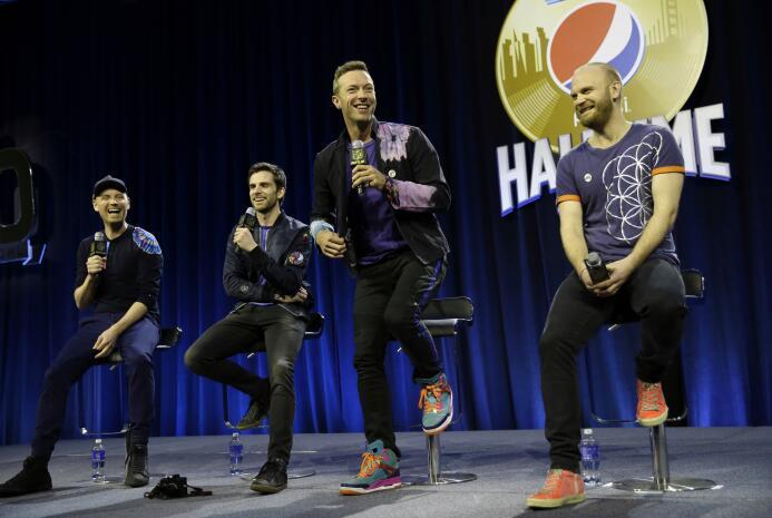 La banda británica, liderada por Chris Martin, hicieron su presentación...