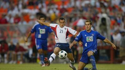 En la edición del 2002 la MLS decidió aplicar una variante al clásico de...