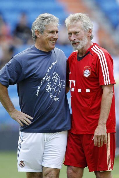 Carlos Santillana y Paul Breitner recordaban viejos tiempos.