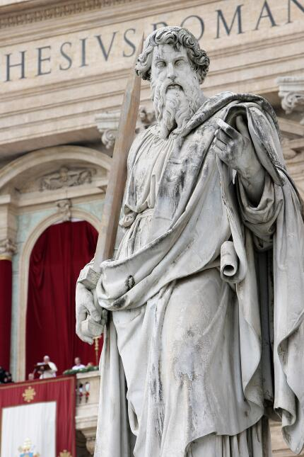 Estatuas de San Pedro y San Pablo en el Vaticano
