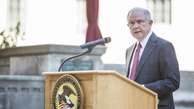 El fiscal Jeff Sessions había pedido que cualquier beneficiario de fondo...
