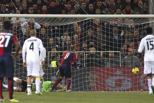 Pero al final del partido, Parma se relajó y Rodrigo Palacio puso el des...