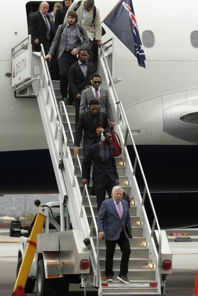 Sin contratiempos en su vuelo, los monarcas de la AFC arribaron al Aerop...