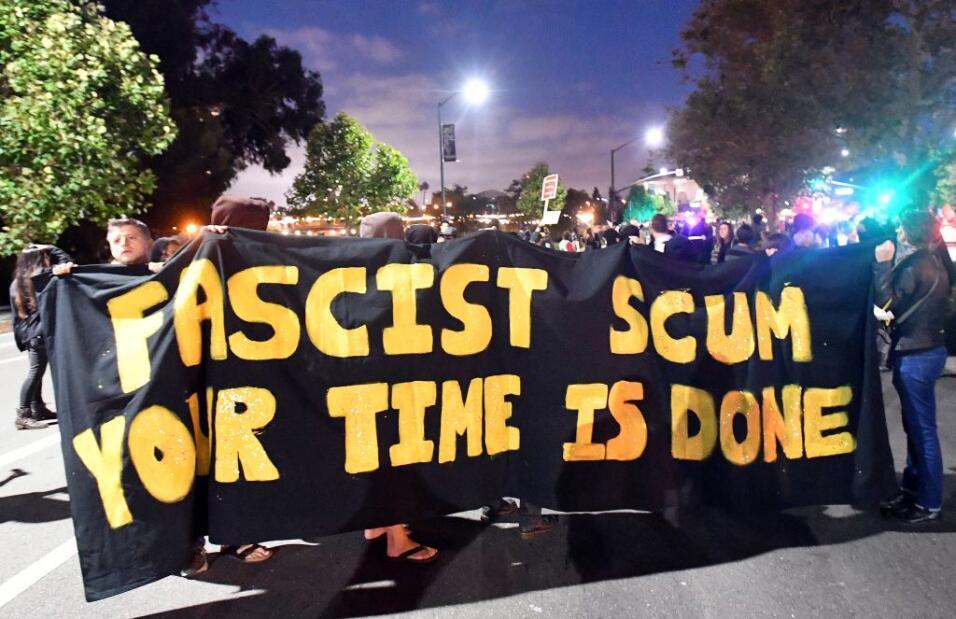 """""""Escoria fascista, tu tiempo ha terminado""""."""