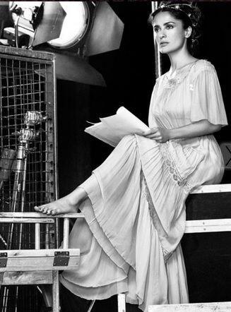 La revista describe en su edición a la actriz mexicana como una heroína...