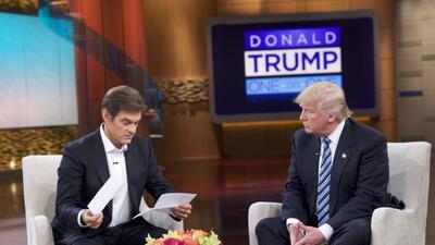 El candidato presidencial republicano Donlad Trump discute su salud en e...