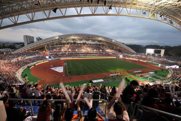 La imágen del partido que inauguró el estadio.