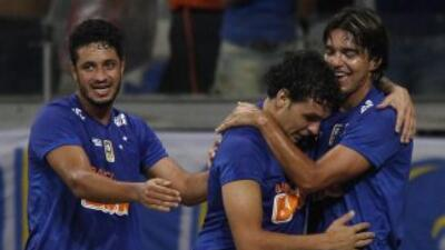 A falta de cinco jornadas, Cruzeiro está arriba de Sao Paulo por cinco p...