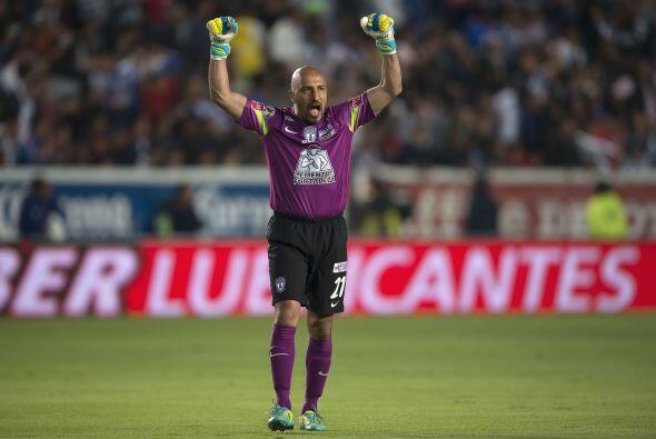 El Conejo Pérez tuvo poco trabajo durante el partido, solo un par de dis...