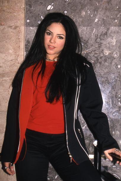 Con esta melena oscura Shakira Isabel Mebarak Ripoll presentó en México...