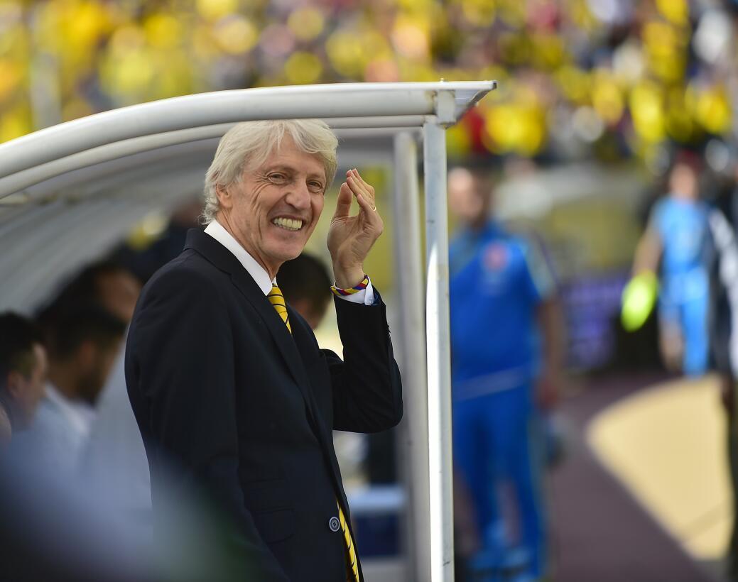 Colombia se impulsa en la casa de Ecuador con goles de James y Cuadrado...