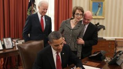 Barack Obama firmó la Ley de Prevención al Contrabando en Aviones Ultral...