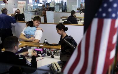 Lo que debe considerar un residente permanente que está fuera de EEUU lu...