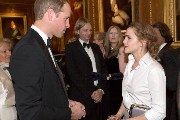 William continúa su labor y recibió a varias personalidades para hablar...
