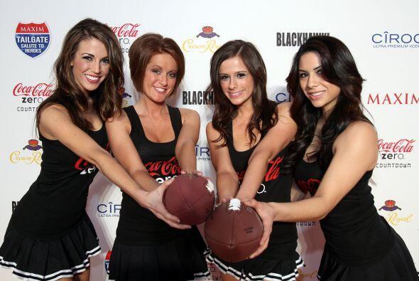 Las chicas de Coca Cola no querían ser opacadas.