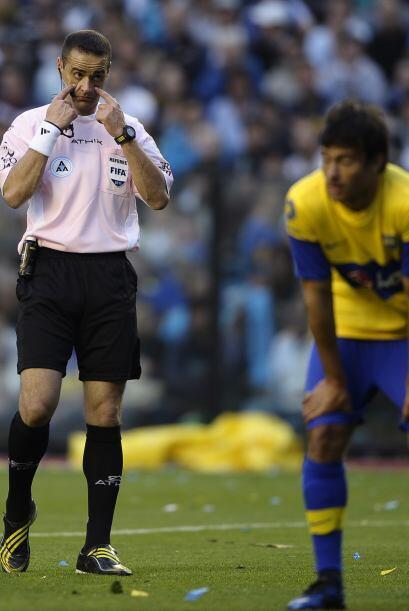 ´Ojo, ojito, ojazo´ parece decir el árbitro Dieago Abal en el partido do...