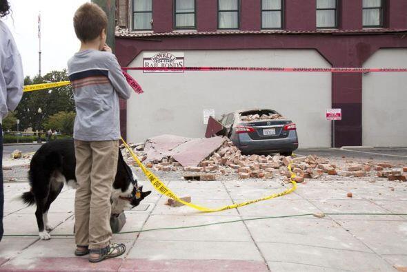 Entre los heridos graves hay un niño al que le cayó encima la chimenea d...
