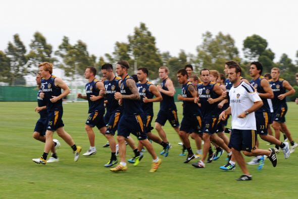 El plantel de Los Angeles Galaxy entrenó en su predio bajo las or...