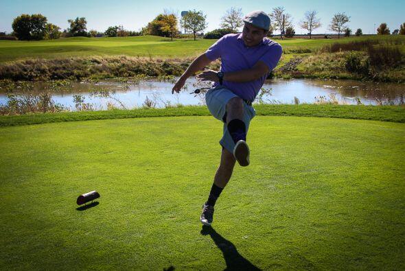 Las reglas son muy parecidas a las del Golf donde se debe golpear el bal...
