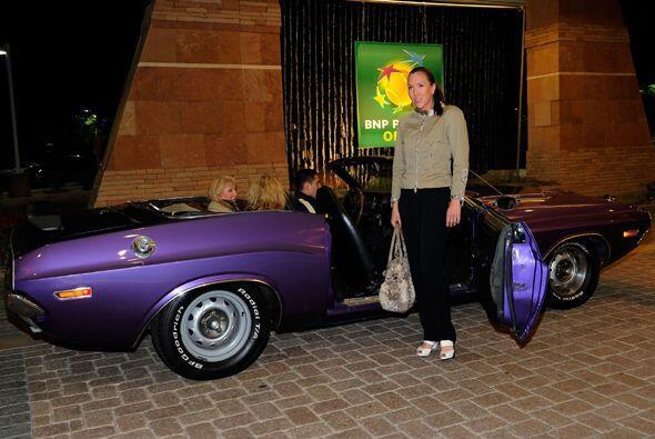 Jelena Jankovic no quería bajarse de su automóvil morado p...